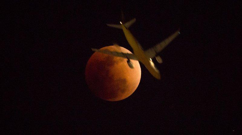 L'éclipse de Lune la plus longue du siècle a lieu ce vendredi: quand, où et comment l'observer?