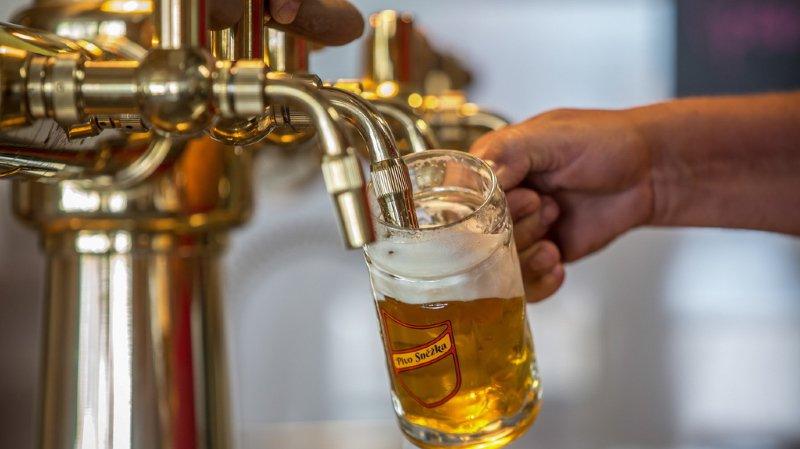 """Le groupe néerlandais Heineken dit travailler """"24 heures sur 24"""" pour répondre à une hausse de la demande (illustration)."""