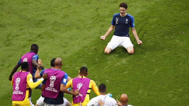 La reprise en demi-volée du joueur de Stuttgart, qui avait permis aux Bleus d'égaliser en seconde période contre les Argentins de Lionel Messi, l'a emporté à l'issue d'un vote du public organisé sur le site internet de la Fifa.