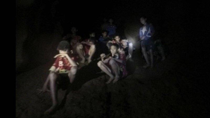 Le championnat espagnol (Liga) a invité les treize rescapés thaïlandais de la grotte à venir assister à un match en Espagne.