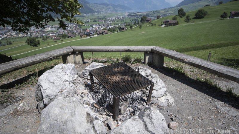 Sécheresse: les interdictions de feux se multiplient en Suisse, Coire renonce au feu d'artifice officiel
