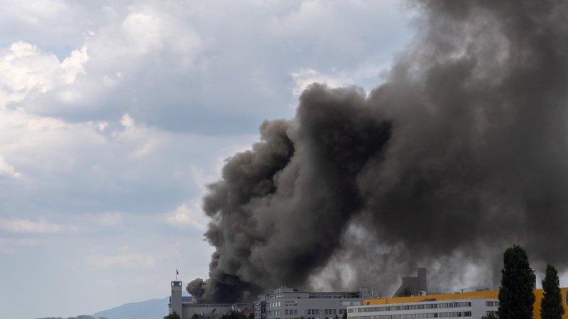 Bâle frappée par un gros incendie, les habitants priés de fermer leurs fenêtres
