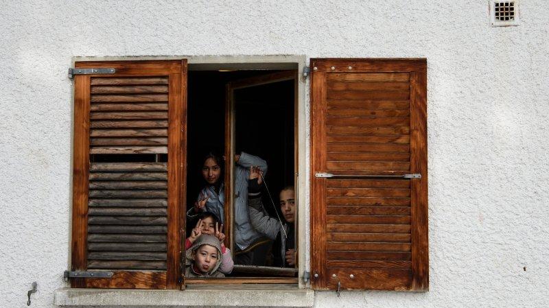 Des enfants migrants derrière les barreaux