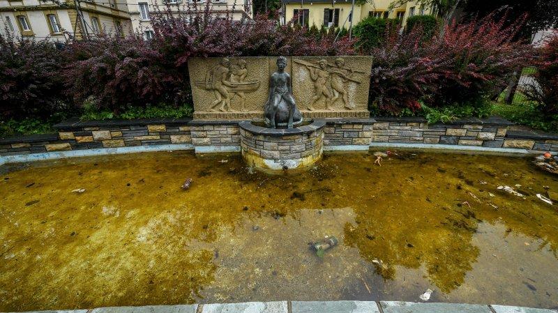 L'eau du bassin du Casino a souffert de la chaleur.