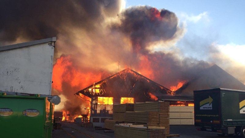 L'incendie a ravagé la scierie Despond appartenant à Jean-François Rime (conseiller national UDC)