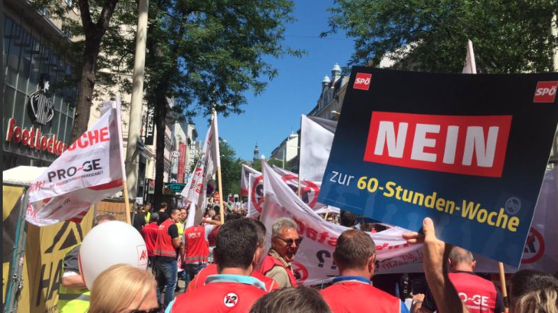 Manifestation à Vienne contre la journée de 12 heures.