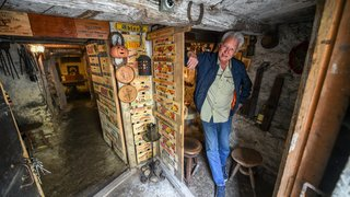 """La cave insolite de """"Petchon"""", incontournable à La Chaux-de-Fonds"""
