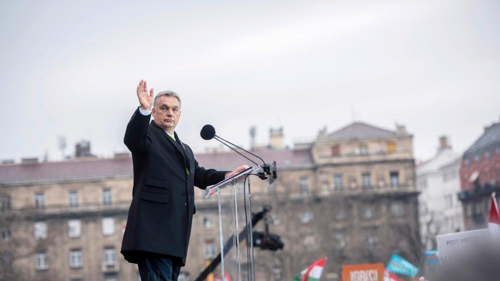 A Bruxelles, on invoque une meilleure répartition pour couper les fonds attribués à la Hongrie, et on réfute toute action punitive contre les entorses à la démocratie du premier ministre, Viktor Orban.