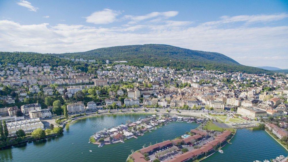 Illustration de ce à quoi pourrait ressembler la baie de l'Evole avec des nouveaux quartiers sur le lac.