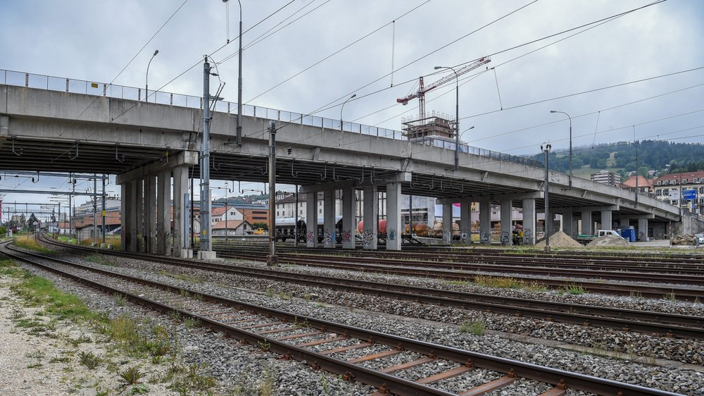 «Nous n'avons jamais caché que le Grand Pont était en très mauvais état», dit le conseiller d'Etat Laurent Favre. Un crédit de 17,1 millions de francs sera engagé pour le remplacer.