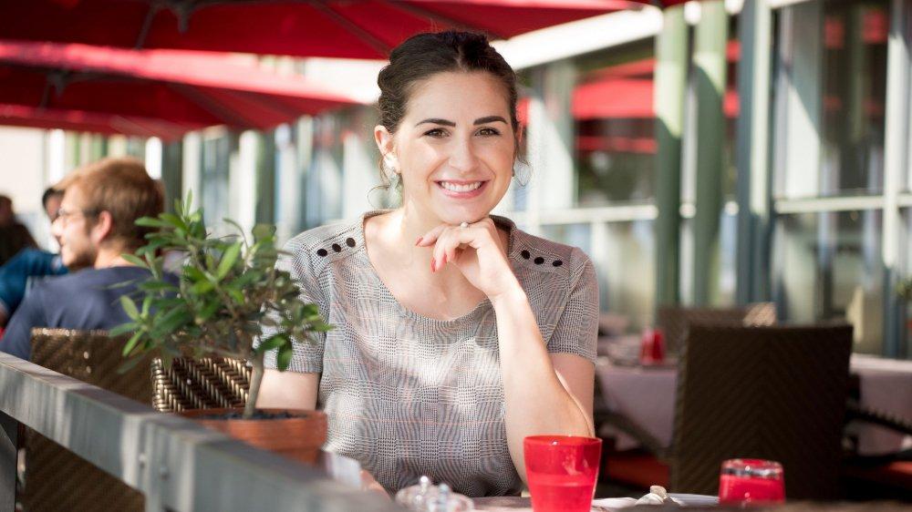 Sabrina Carlos, présidente du comité Miss Neuchâtel - Fête des vendanges, au restaurant O'terroirs  de l'hôtel Beau-Rivage, à Neuchâtel, en août 2018.