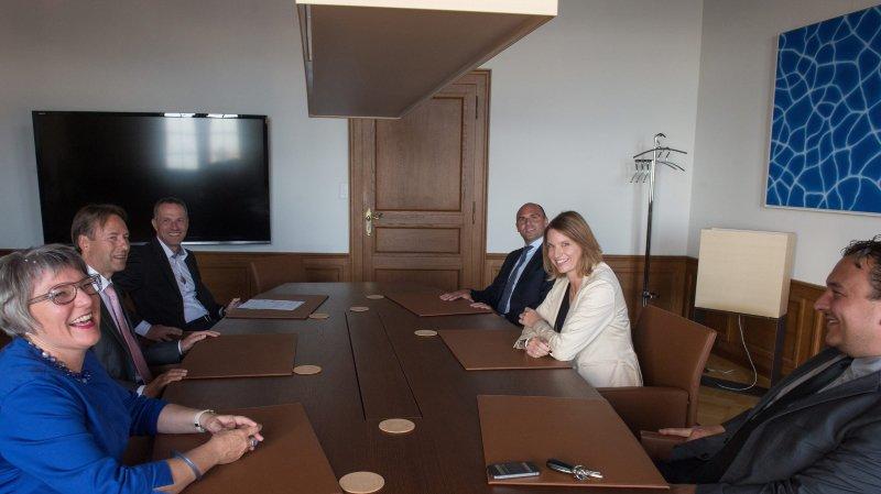 La chancelière d'Etat Séverine Despland (ici avec la veste blanche) participe chaque semaine aux séances du Conseil d'Etat.