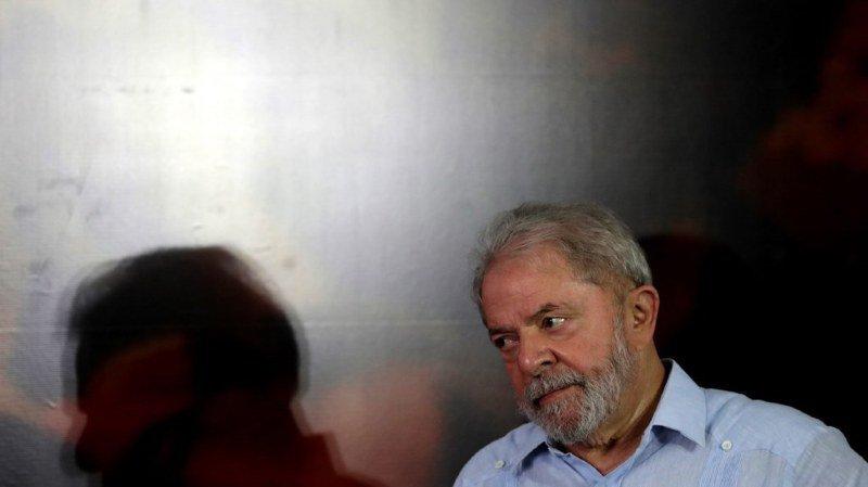 Brésil: dépôt de la candidature du prisonnier Lula à la présidentielle