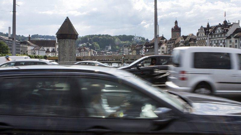 Tarifs des offices de la circulation: près de neuf automobilistes sur dix paient trop