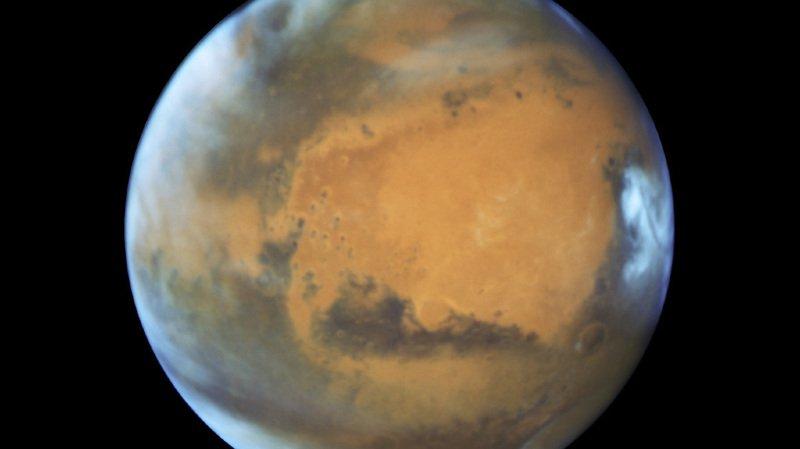 """Astronomie: pour la """"Nuit des étoiles"""" la planète Mars, qui n'a plus été aussi proche depuis 15 ans, sera visible à l'oeil nu"""