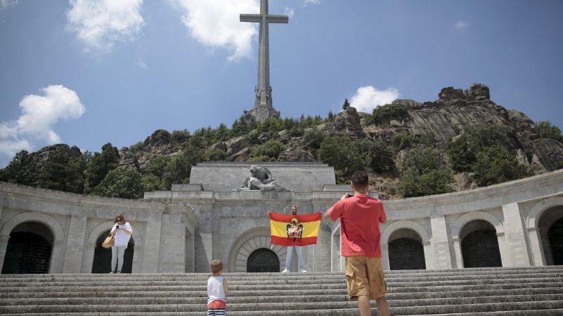 Espagne: le gouvernement donne son feu vert à l'exhumation du corps du dictateur Franco