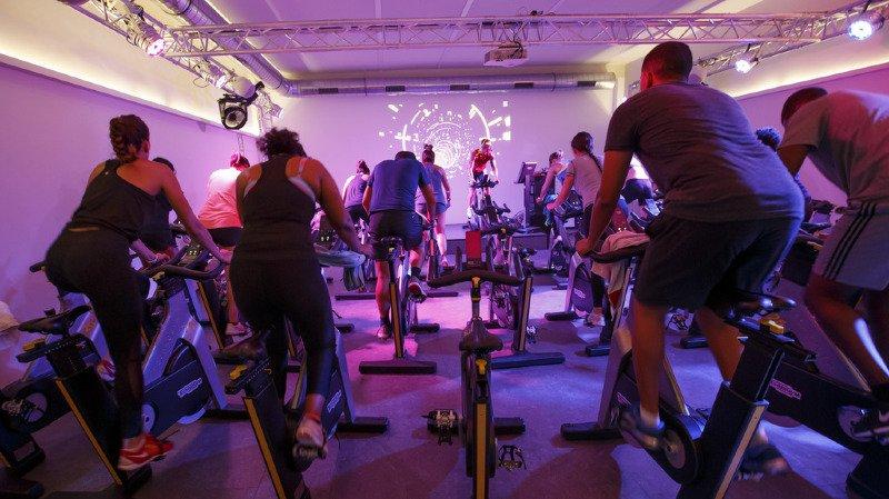 Les jeunes préféreraient passer du temps au fitness et sur les réseaux sociaux que faire la fête