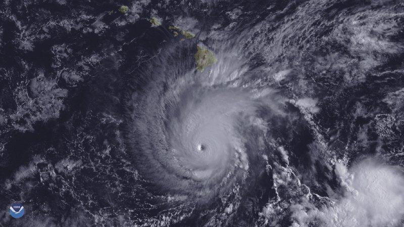Hawaïse prépare à l'arrivée du puissant ouragan Lane