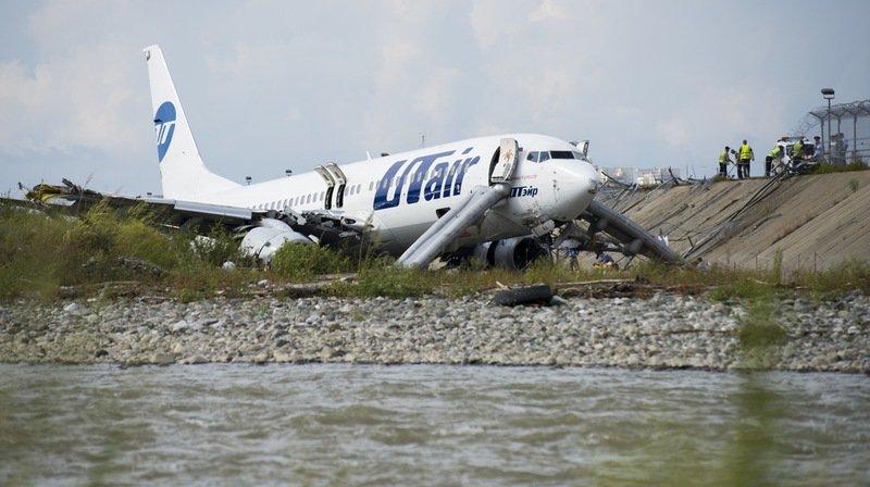 Un Boeing 737 rate son atterrissage et prend feu à Sotchi, 18 blessés