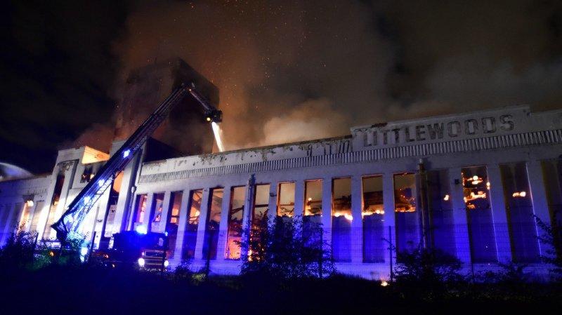 Angleterre: un incendie ravage un célèbre bâtiment Art déco de Liverpool