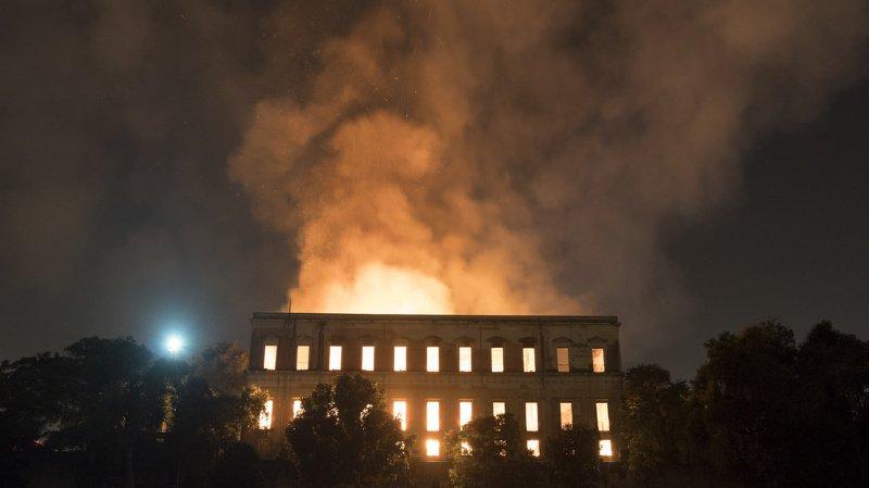 Brésil: un énorme incendie ravage le Musée National de Rio de Janeiro