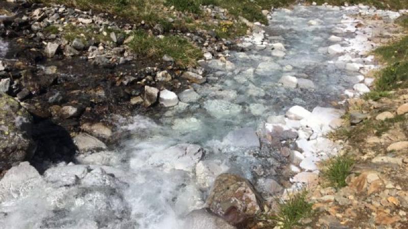 Secret d'un mystérieux cours d'eau blanc dévoilé