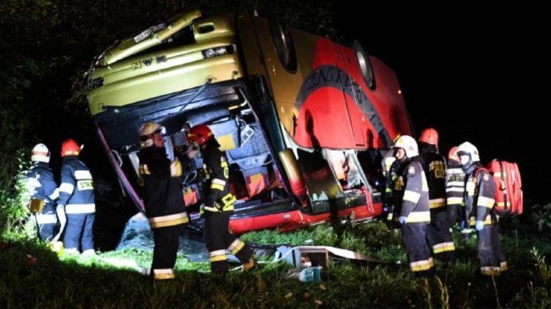 Pologne: trois morts et 18 blessés dans un accident d'un bus ukrainien, chauffeur mis en examen