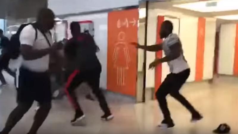 France: les rappeurs Booba et Kaaris remis en liberté avant leur procès