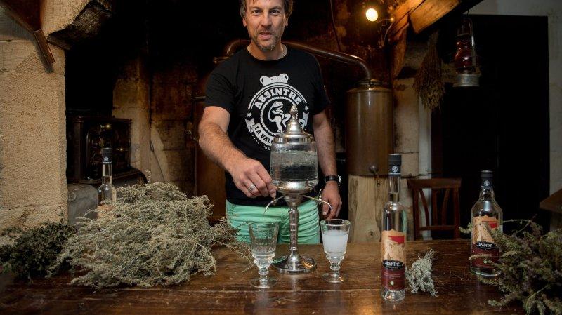 Philippe Martin, à Boveresse, sort la première absinthe bio de Suisse