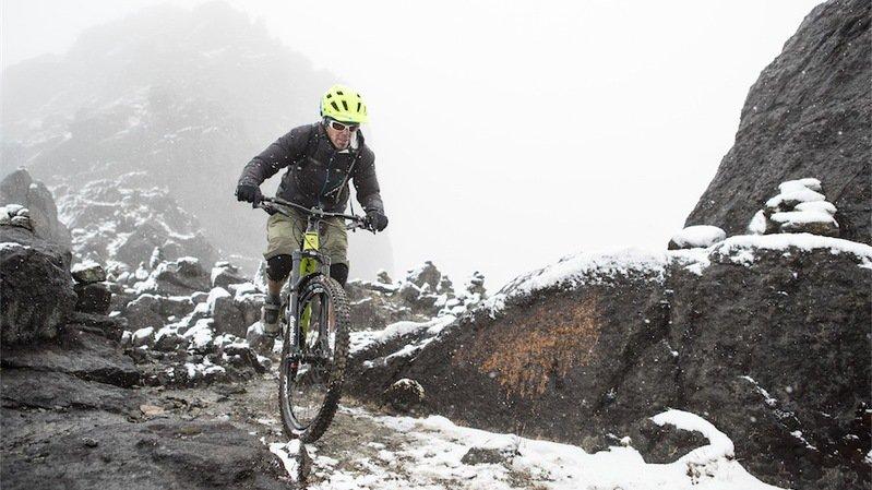 Alban Aubert a réalisé la descente en VTT du 2e plus haut sommet d'Océanie, le Mont Wilhelm.