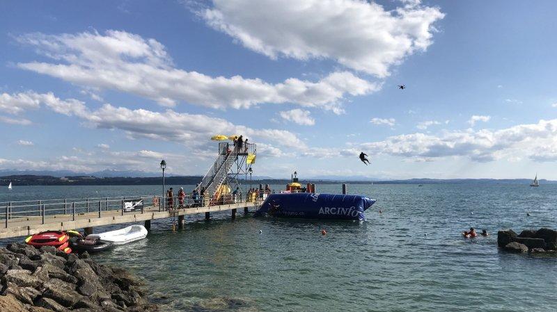 Des sauteurs bénévoles font décoller les festivaliers du Watt Air Jump de Saint-Blaise