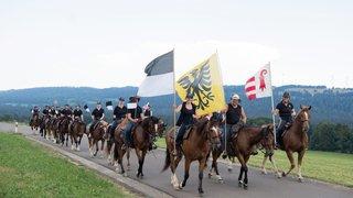 """Un """"team"""" fribourgeois monte à cheval au Peuchapatte avant le Marché-Concours"""