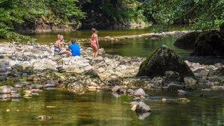 Neuchâtelois et touristes ont pris d'assaut les coins au bord de l'eau