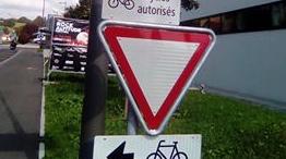 Une signalisation à tomber de son vélo au Locle