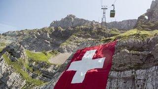 Coulée de boue, dans un lit à la belle étoile ou encore plongeons spectaculaires,... l'actu suisse vue du reste du monde