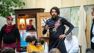 La Plage des Six Pompes met le théâtre de Robert Sandoz à la rue