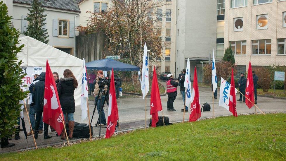 En novembre 2012, un piquet de grève était installé sur le parking du personnel de la Providence, à Neuchâtel.