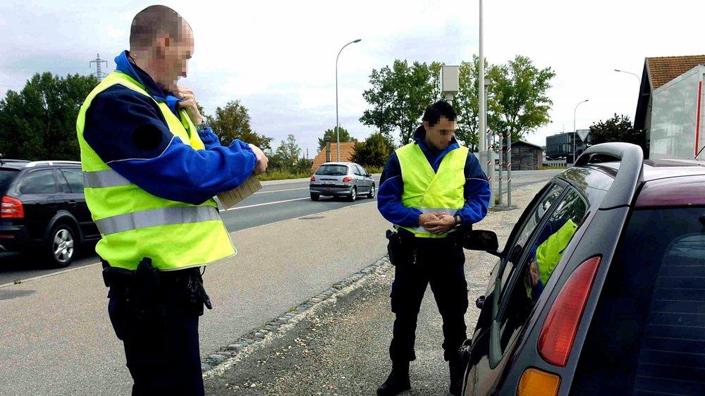 Il arrive que la police tombe sur un permis falsifié lors d'un contrôle. Mais la plupart du temps, c'est le Service des automobiles qui dénonce les cas litigieux, lors de demande de changement de permis étrangers pour un suisse.