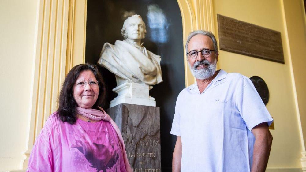 Martha Zurita et Nicolas de Pury estiment que l'on fait trop d'honneur à Louis Agassiz, dont le buste trône à l'Université.