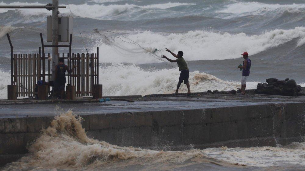 Le typhon Mangkhut, qui doit toucher le nord des Philippines aujourd'hui, pourrait produire des vagues d'une hauteur de seize mètres.