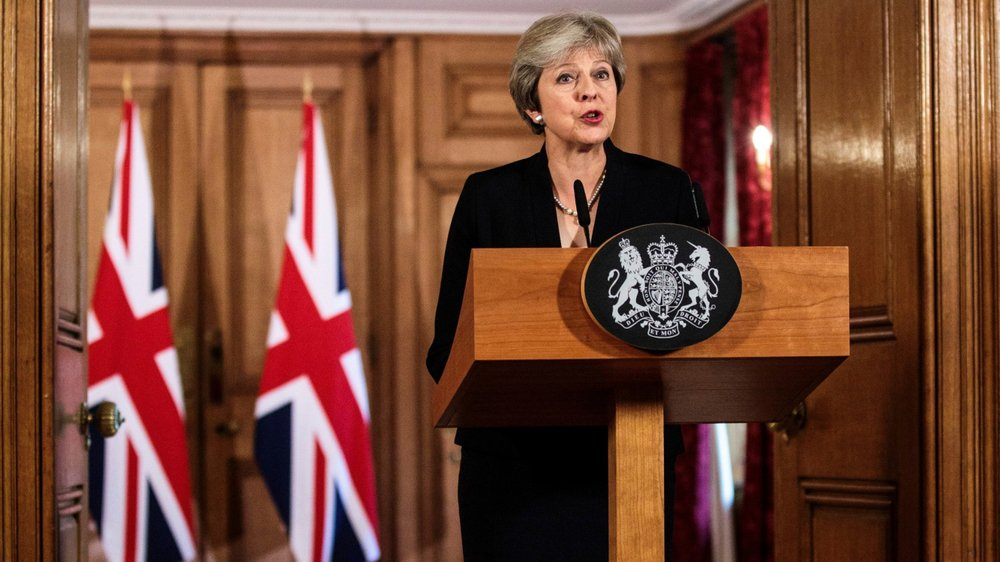 Empruntant à la gestuelle thatchérienne, Theresa May a accusé les Européens de lui manquer de «respect» et de tenter de «se moquer»  du résultat du référendum, lors d'une allocution télévisée solennelle depuis Downing Street, hier après-midi.