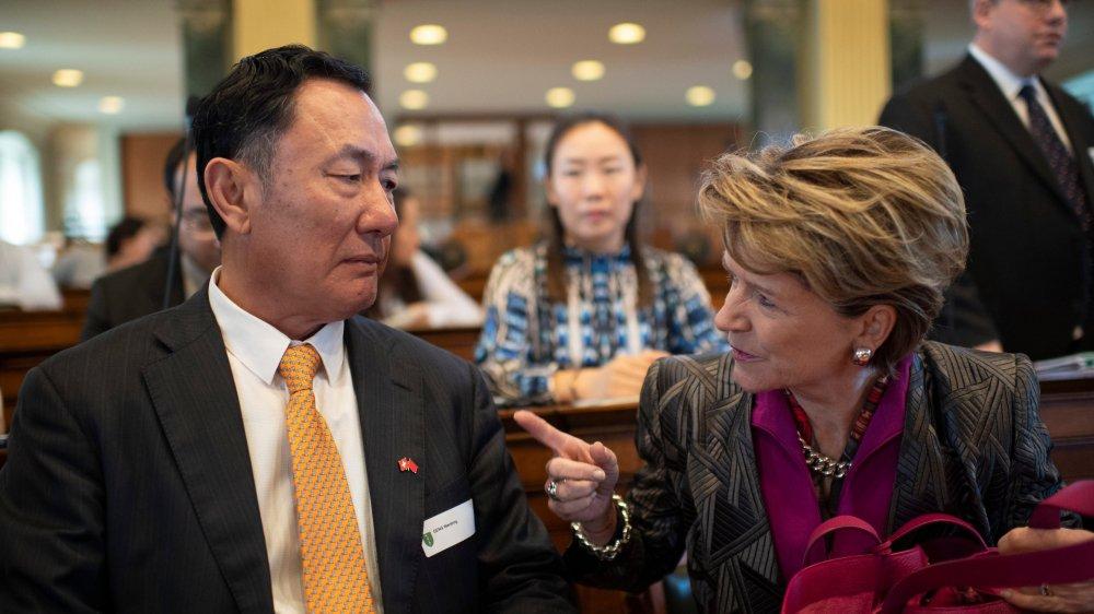 Hier, à Saint-Gall, Suisses et Chinois – ici l'ambassadeur chinois Geng Wengbing et Marie Gabrielle Ineichen-Fleisch, directrice du Secrétariat d'Etat à l'économie–ont fait le point et dévoilé, aussi, leurs attentes.