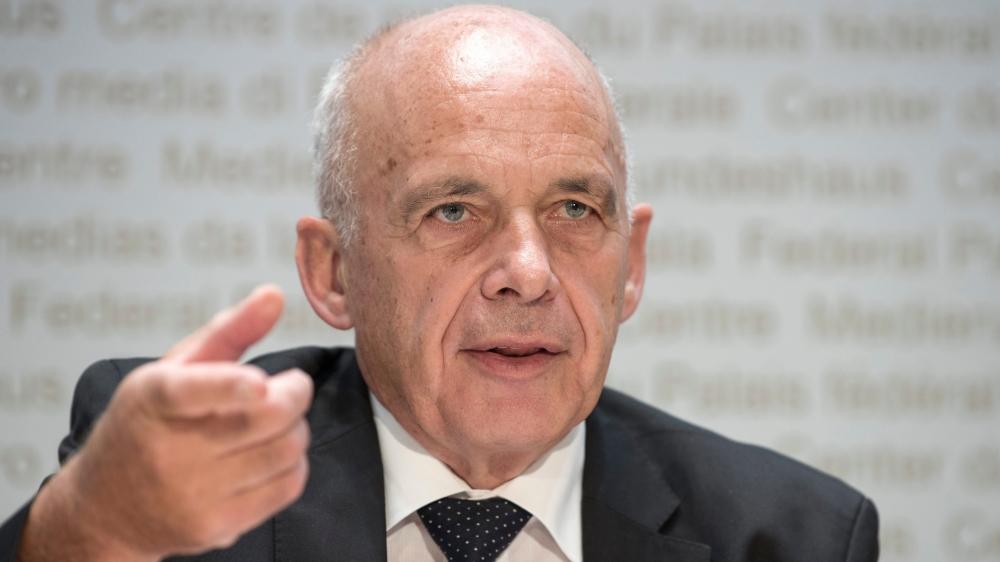 Le ministre des Finances, Ueli Maurer, a défendu le nouveau système de péréquation financière, hier, à Berne.