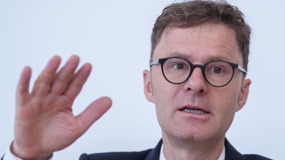 Selon Daniel Lampart, premier secrétaire de l'Union syndicale suisse, «il y aura deux milliards de plus pour l'AVS, ce qui permettra de combattre plus facilement l'augmentation de l'âge de la retraite des femmes, voulue par la droite».
