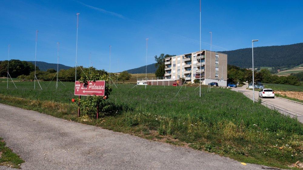 Le délai d'opposition pour la mise à l'enquête de deux immeubles au quartier du Crève-Cœur, sur les hauts de Saint-Aubin-Sauges, est fixé au 18 septembre.