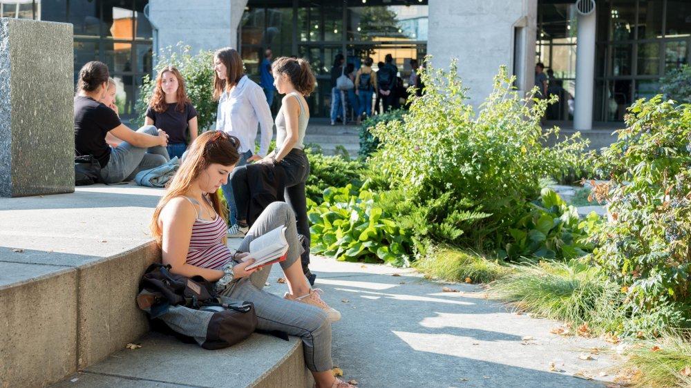 Les étrangers apprécient d'étudier dans une petite ville, au calme.