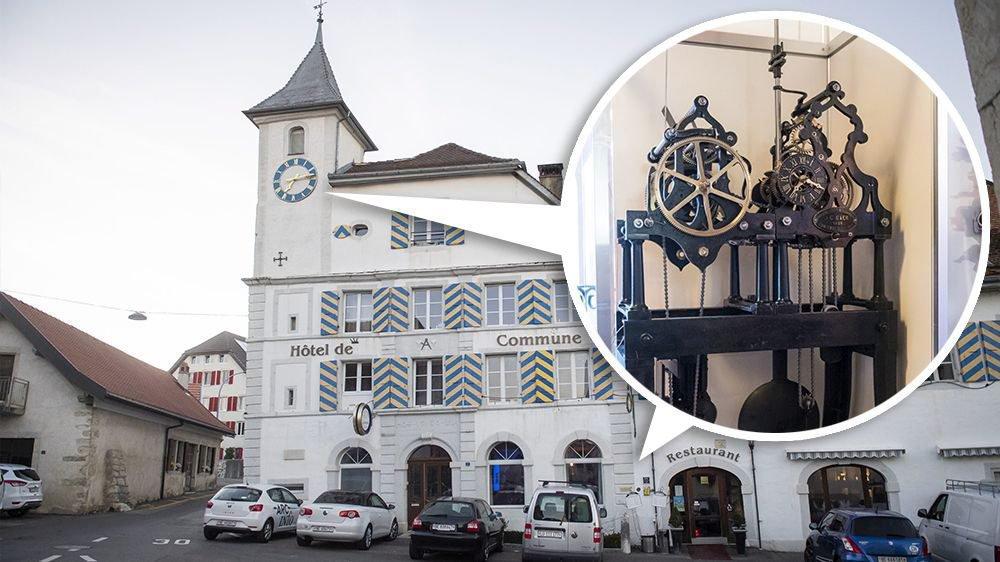 La tringlerie qui relie le mécanisme au cadran de l'horloge a été modifiée afin que le dispositif passe de la tour de l'hôtel de Commune au restaurant, à hauteur du rez-de-chaussée.