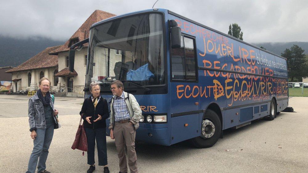 Trois membres du comité d'initiative en faveur du Bibliobus (g à d): Marie-Louise Rosselet, Berthe-Hélène Balmer et Jean-Michel Bühler.