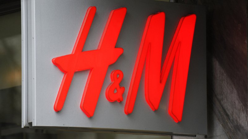 Textile: une enquête pointe les pratiques salariales des fournisseurs d'H&M