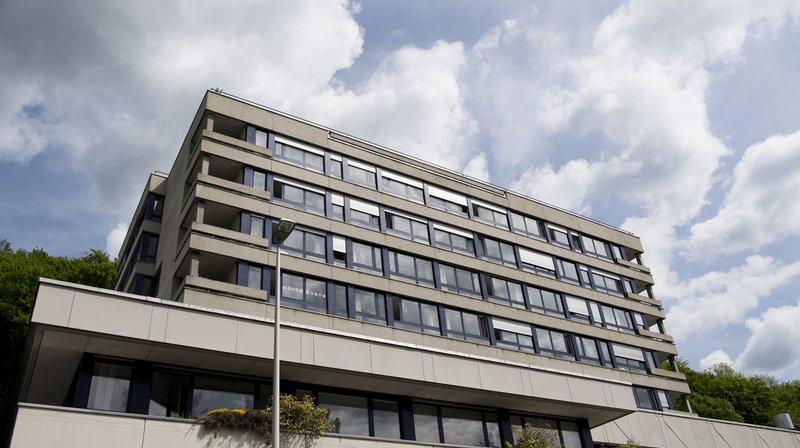 Hôpital de Moutier: Berne ne veut pas suspendre la vente